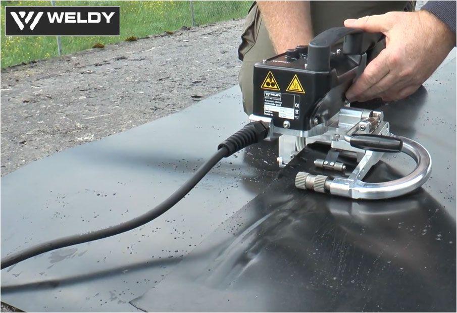 Zgrzewanie geomembrany zgrzewarką Weldy Miniwelder GEO2